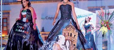 Presentación de trajes típicos de las candidatas a Reina de la Ciudad