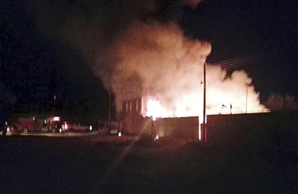 Incendio consume dos comercios en Mapimí
