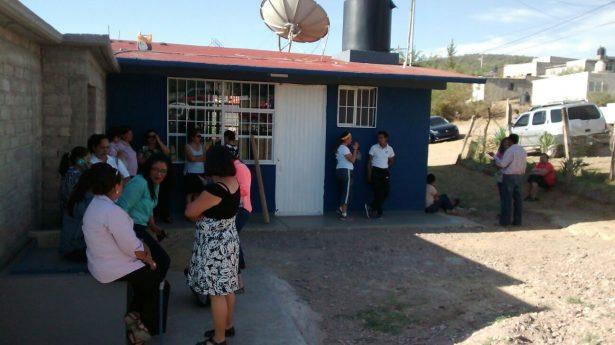 Maestros tomaron las instalaciones de la supervisión escolar #35 en Santa María del Oro