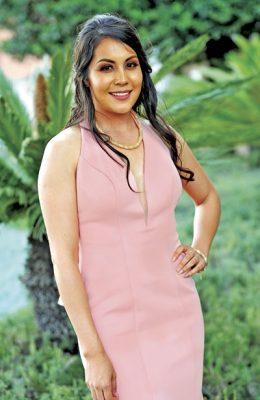 Yesenia Medrano es nueva profesionista