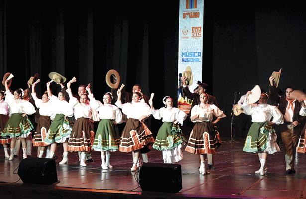 """""""Conjunto Rey"""" y Tierra Mestiza"""" alternaron el clausura del Festival de Música Regional perteneciente al IMAC."""