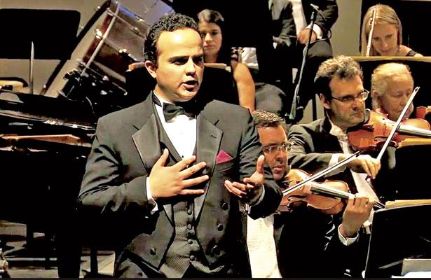 El espectáculo está pensado para recordar grandes temas de Javier Solís, indicó el tenor Christhofer Hernández.