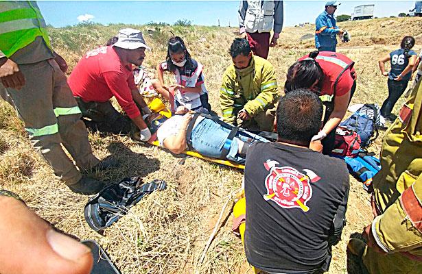 Vuelca familia de regios sobre la rúa a G.P.; seis heridos