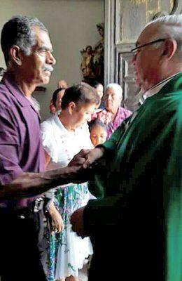 Se despide el párroco Santiago Hinojosa de SJR