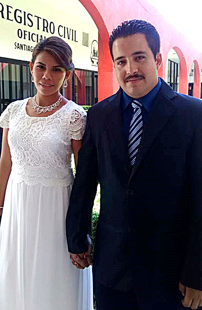 SANTIAGO PAPASQUIARO, Dgo. (OEM).- El pasado martes unieron sus vidas en matrimonio José Ángel Escamilla y Berenice Moreno.