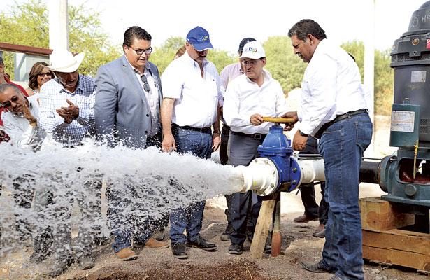 Inaugura Aispuro pozo de agua en El Cariño