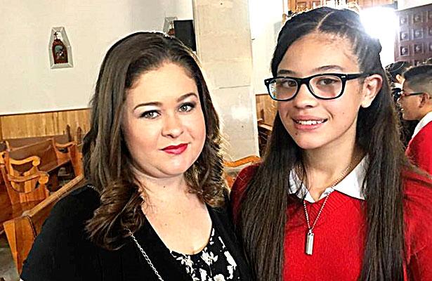 SANTIAGO PAPASQUIARO, Dgo. (OEM).- Galilea Flores Aguilar, se gradúa de la Escuela Primaria José María Morelos T.M., y es acompañada por su orgullosa familia.