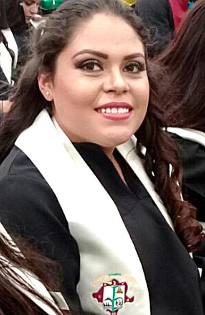 SAN JUAN DEL RÍO, Dgo. (OEM).- Lució muy guapa Fátima Noelia Quiñones en su graduación de Bachillerato.