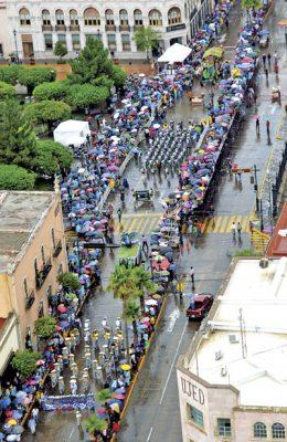 Disfruta del desfile Utopía Duranguense
