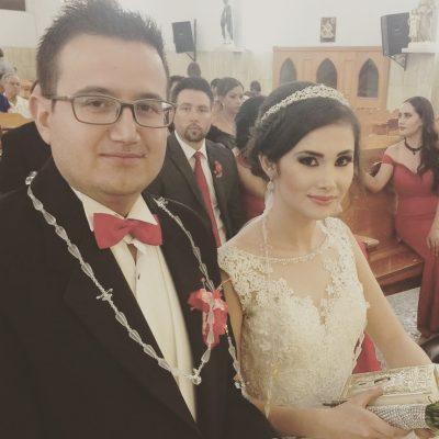 NUEVO IDEAL, Dgo., (OEM).-  Saúl Salas y Marisol Contreras Huerta unieron sus vidas con el sacramento del matrimonio,  acompañados de familiares y amigos en el templo de Nuestra Señora del Sagrado Corazón de Jesús.