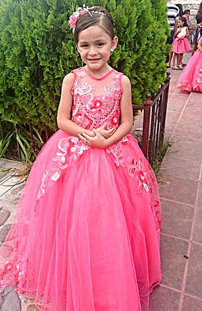 SAN JUAN DEL RÍO, Dgo. (OEM).- Su primer logro escolar, graduación de preescolar de Denisse Soto Olguín.
