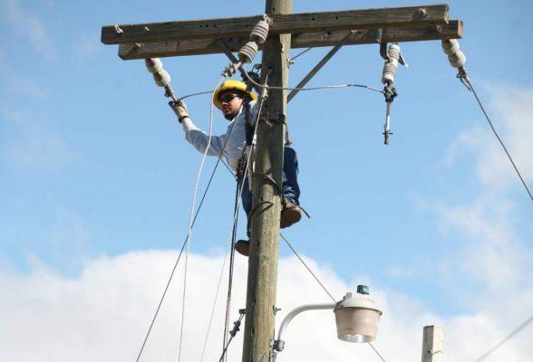 Prevé municipio dotar de electricidad a todas las colonias