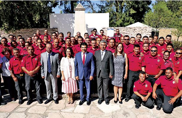 Anuncia Enríquez aumento salarial a todos los bomberos