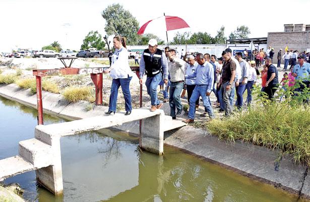 Visita LHA coloniasafectadas por lluvias