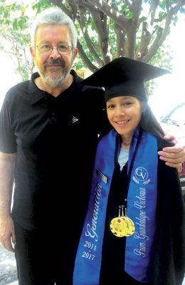 La felicitó su abuelo Salvador Pérez Sandoval.