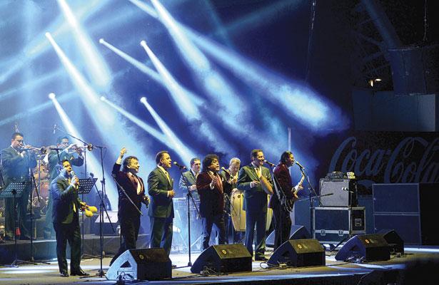 """La Sonora Santanera y Ángeles Negros, cantaron """"Entre Amigos"""" en la FENADU"""