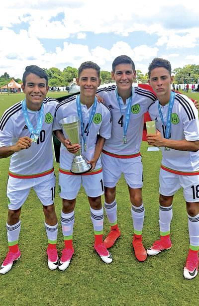 Luis Carlos y Luis Gustavo Martínez, enfundados en la camisa de la Selección Mexicana se consagraron como campeones de CONCACAF.