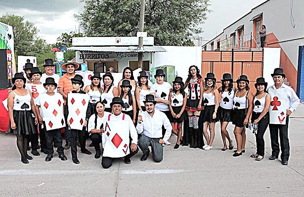 CUENCAMÉ, Dgo.- (OEM).- Reina de Corazones presente en Carnaval por el inicio de feria regional, llevándose un 3er lugar.