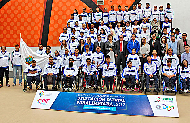 Una delegación integrada por 105 personas entre atletas, entrenadores y auxiliares, fueron quienes estuvieron en esta ceremonia donde hicieron el compromiso ante las autoridades de realizar su mejor esfuerzo en esta justa paralímpica nacional.