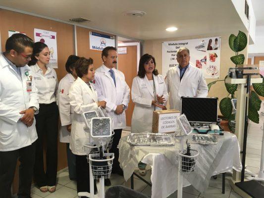 Entrega de equipo médico para la clínica de Medicina Familiar de Lerdo