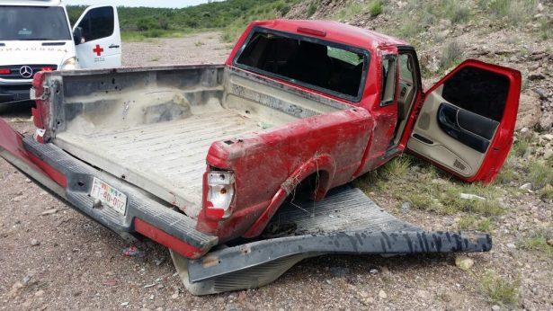 Camioneta pierde el control y vuelca en las curvas de Vizcarra