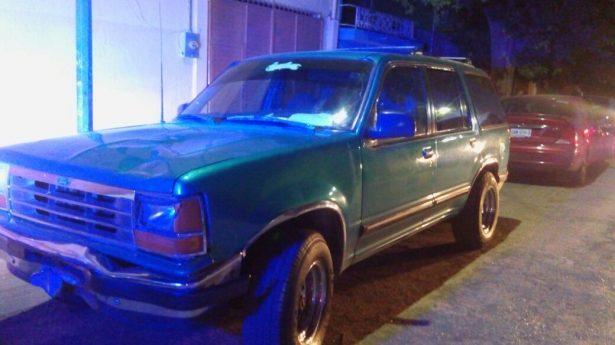 Esta es la camioneta marca Ford cuyo conductor se dio a la fuga.