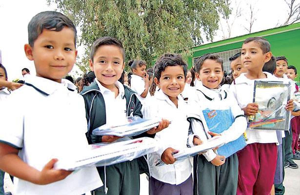Entrega 3 mil paquetes escolares a niños de zonas marginadas de G.P.