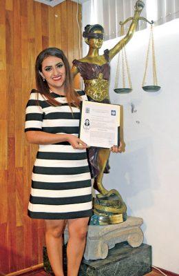 Diana Cisneros Orrante, es nueva Licenciada en Derecho