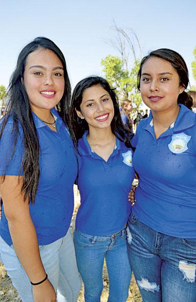 NUEVO IDEAL, Dgo. (OEM).- Guapas jovencitas de este municipio, Yissel Leyva, Jasmine Cháidez y Daniela Flores presentes en este espacio social.