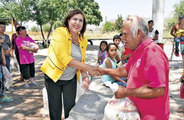 Entrega MLGA 200 despensas en cuatro comunidades