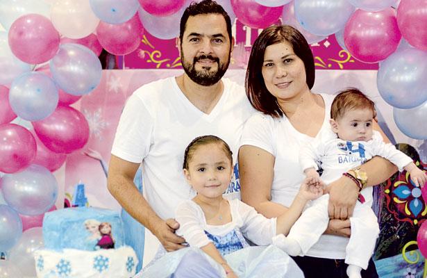 César Valdez y Patricia Álvarez, el día que festejaron a su hija Bárbara, en su cumpleaños número 4.