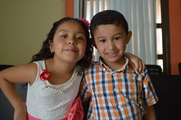 NUEVO IDEAL, Dgo., (OEM).- Danitza y Alexis Galván Rivas nos regalan su tierna presencia.