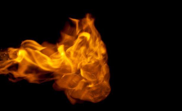 Un adulto y dos menores sufrieron quemaduras al encender chimenea