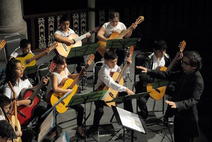 """""""Guitarríe"""", es un proyecto original y único en México, que consiste en la formación de jóvenes guitarristas entre 8 y 12 años de edad."""