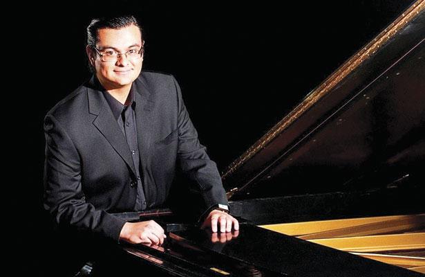 Hoy el concertista duranguense Miguel Ángel Burciaga en el FIR, con un homenaje a Ricardo Castro.