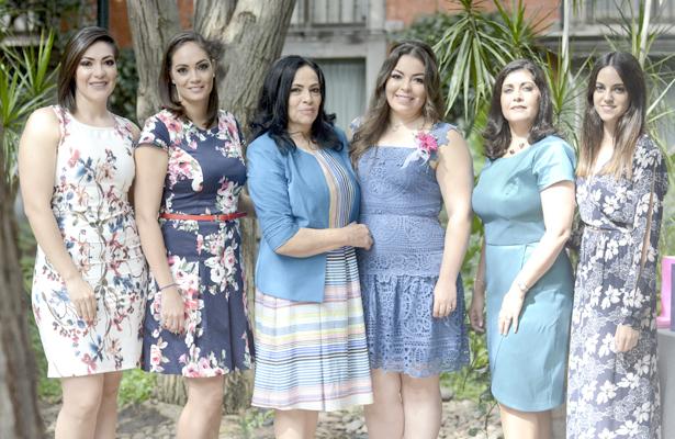 Organizadoras de la fiesta prenupcial en honor a Sol Raquel Unzueta Vargas; se casa en el mes de octubre 2017.