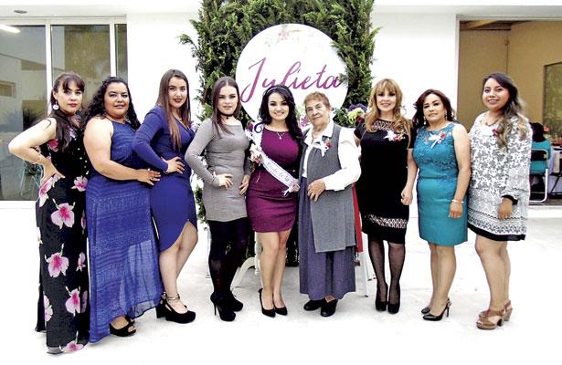 Tías y primas asistentes a la despedida de soltera en honor a Julieta Sarahí Mier Medina.