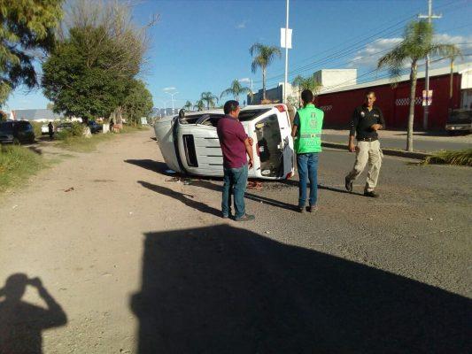Volcadura de camioneta en Canatlán