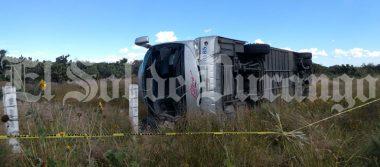 Trágico accidente de autobús de pasajeros deja dos muertos