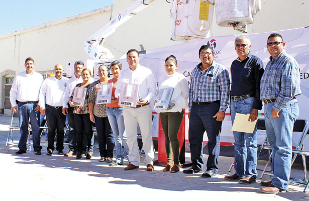 Instalan luminarias LED en Cuencamé