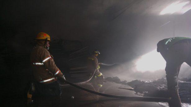 Pérdida total por incendio en albergue para jornaleros de Canatlán