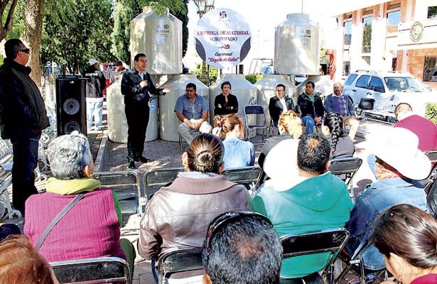 Entregan en Cuencamé32 tinacos subsidiados