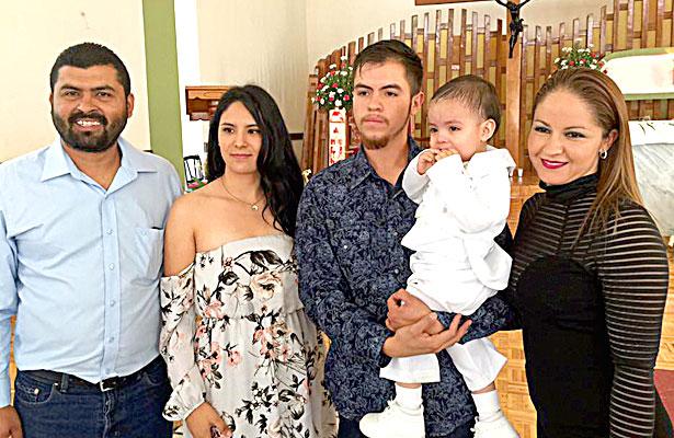 SAN JUAN DEL RÍO, Dgo. (OEM).- Bautizaron a Kenny Omar Soto, llevó de padrinos a sus tíos Dannya Soto y Jesús Morales.