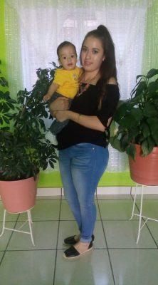 JUAN DEL RÍO, Dgo. (OEM).- Captamos muy orgullosa a Gaby García con su lindo bebé.