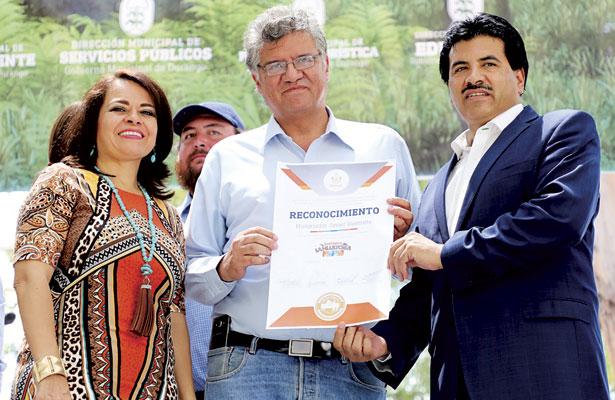 "Lanza Municipio libro ""ZoológicoSahuatoba 40 Aniversario"""