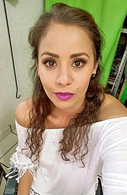 SANTIAGO PAPASQUIARO, Dgo. (OEM).- Guadalupe Ortiz Corral es una guapa mujer en la que siempre podemos observar una gran sonrisa, poseedora de una gran personalidad y belleza, apagó una velita más en su pastel este 29 de octubre.