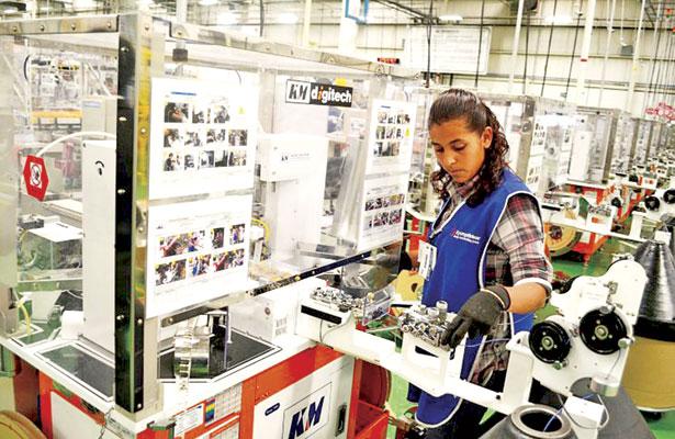 Erogan maquiladoras 9 mil mdp al año en salarios y prestaciones: STyPS