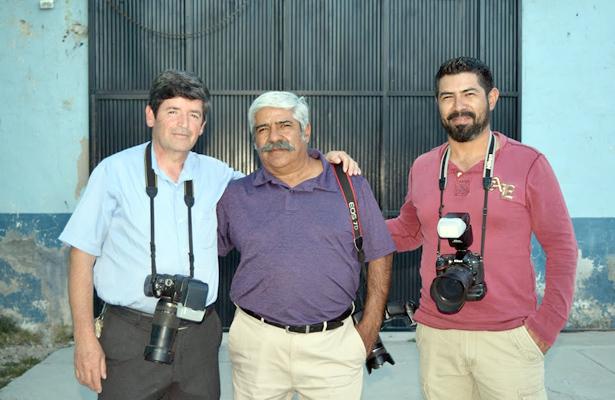 CANATLÁN, Dgo. (OEM).- Los fotógrafos Carlos Campos Esparza, Carlos Campos García y Juan Carlos Pinal, estuvieron de manteles largos al celebrar su onomástico.