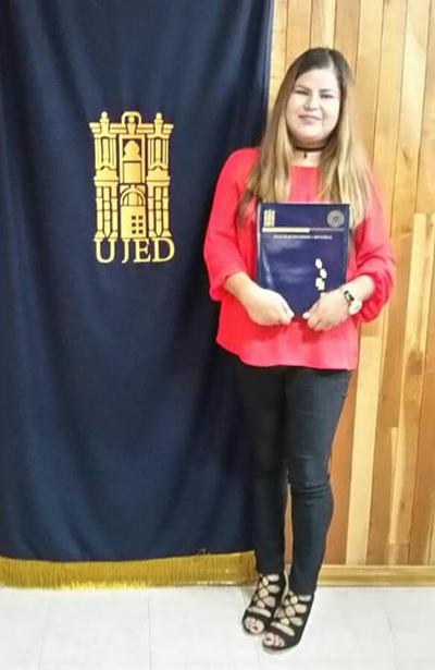 SAN JUAN DEL RÍO, Dgo. (OEM).- Sandra Martínez R. presentó su examen profesional para obtener el título de Licenciada en Enfermería.