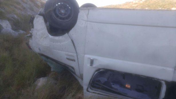 Volcadura camioneta sobre la rúa G.P.-Durango